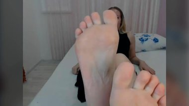 perfect pale wrinkled soles MILF - no sound