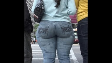 PAWG WITH BIG BOOTY AND TIGHT JEANS
