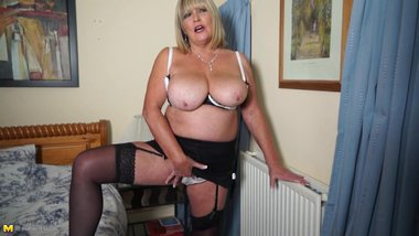 Mature bigtit mom needs a good fuck