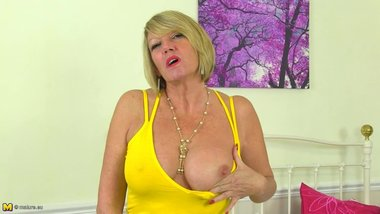 Mature busty gorgeous mother bating her twat