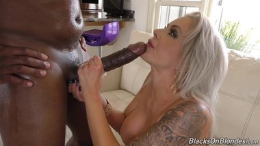 Busty MILF Nina Elle squirts on black cock