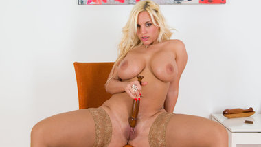 Gorgeous mom Blondie Fesser with amazing body