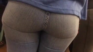 PERFECT ASS IN TIGHT JEANS