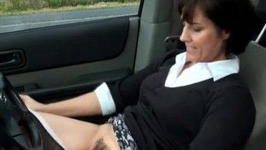 manchester milf plays with pussy in her car