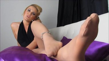 pantyhose foot blondie milf teasing