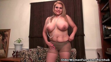 Chunky milf Mia Jones will spoil you with her sultry body