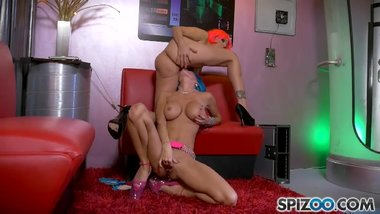 Julia Ann And Jessica Jaymes Space