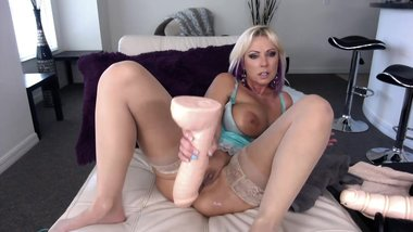 huge toy blonde 2