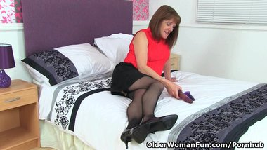 English gilf Pandora puts her dildos to work