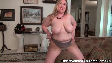 Curvy milf Jewels Carter can't control her sex hormones