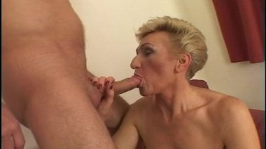 older slut loves a young stud