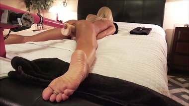 AMATEUR MILF FUCKS STRYKER DILDO MACHINE WITH ANAL BEADS SPREAD EAGLE